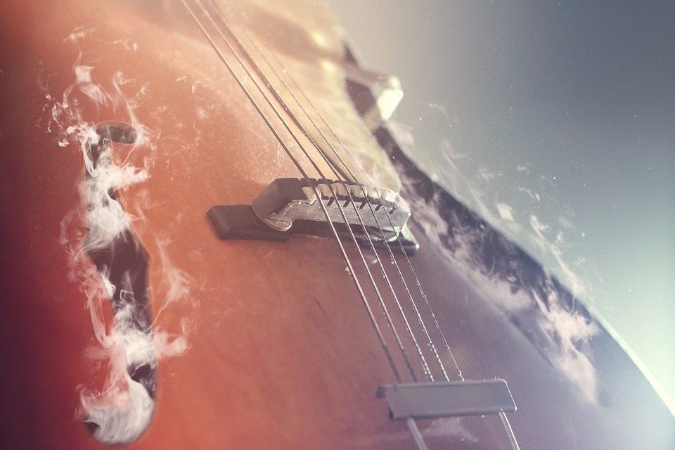 guitar-814957_960_720